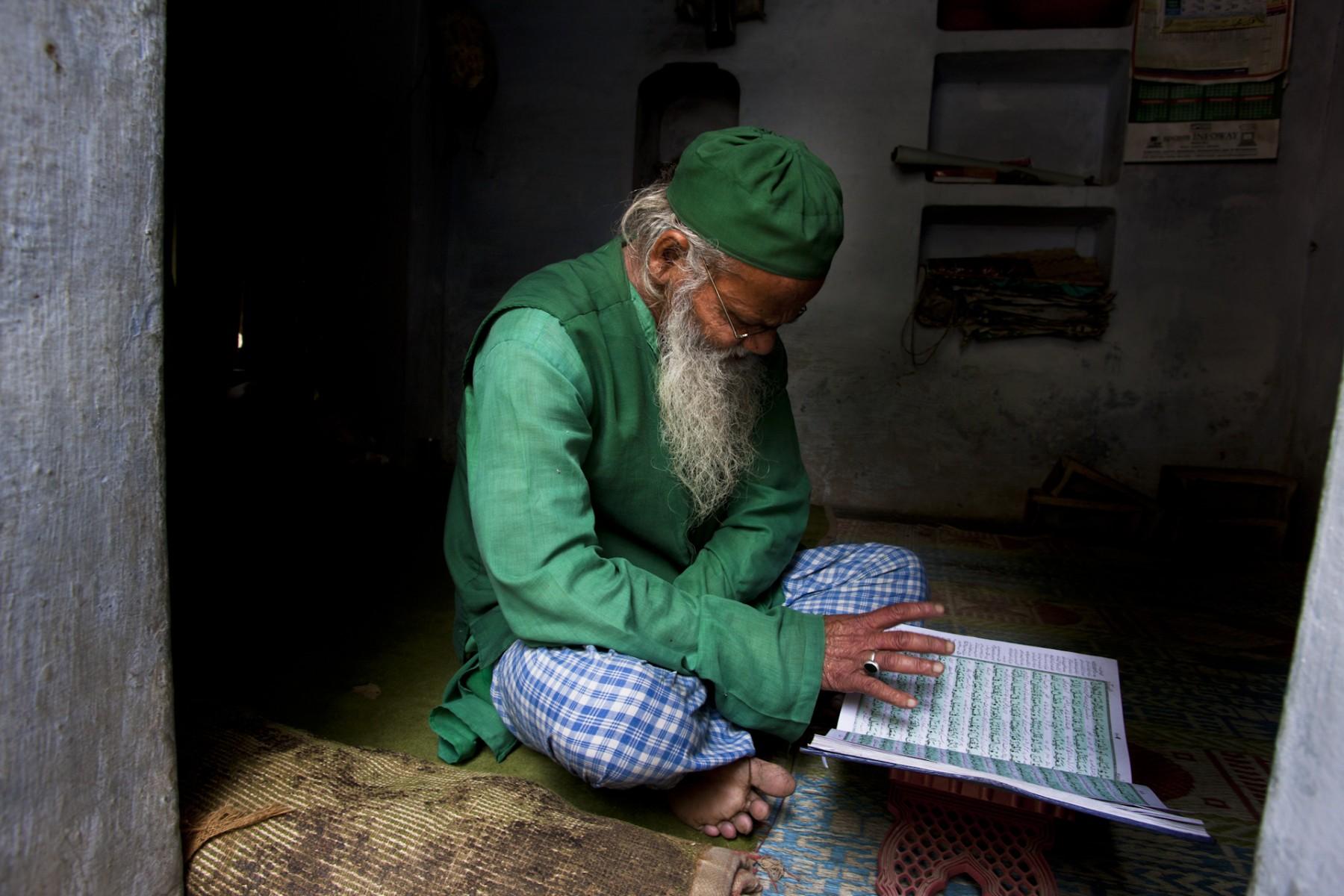 Mohammed Khadri reading the Koran