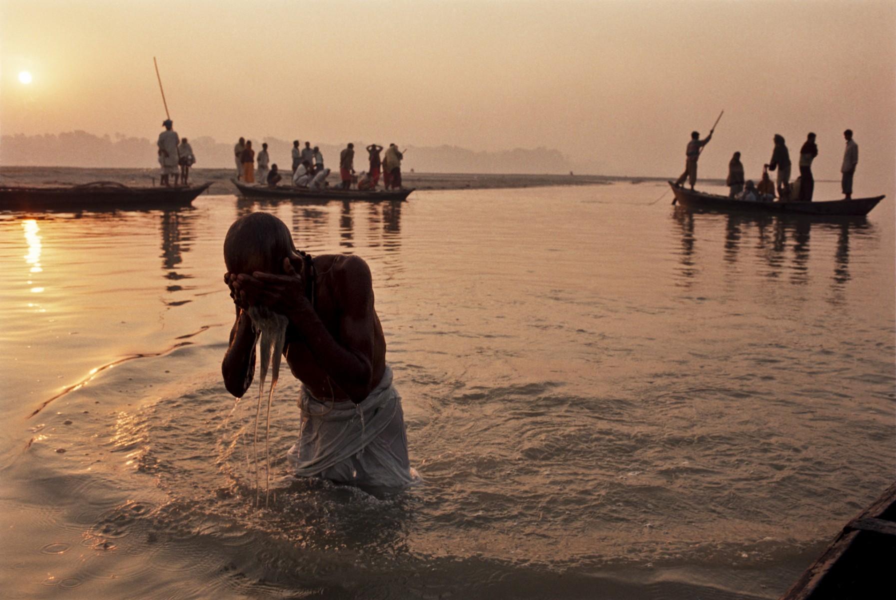 Holy bath at Sonepur