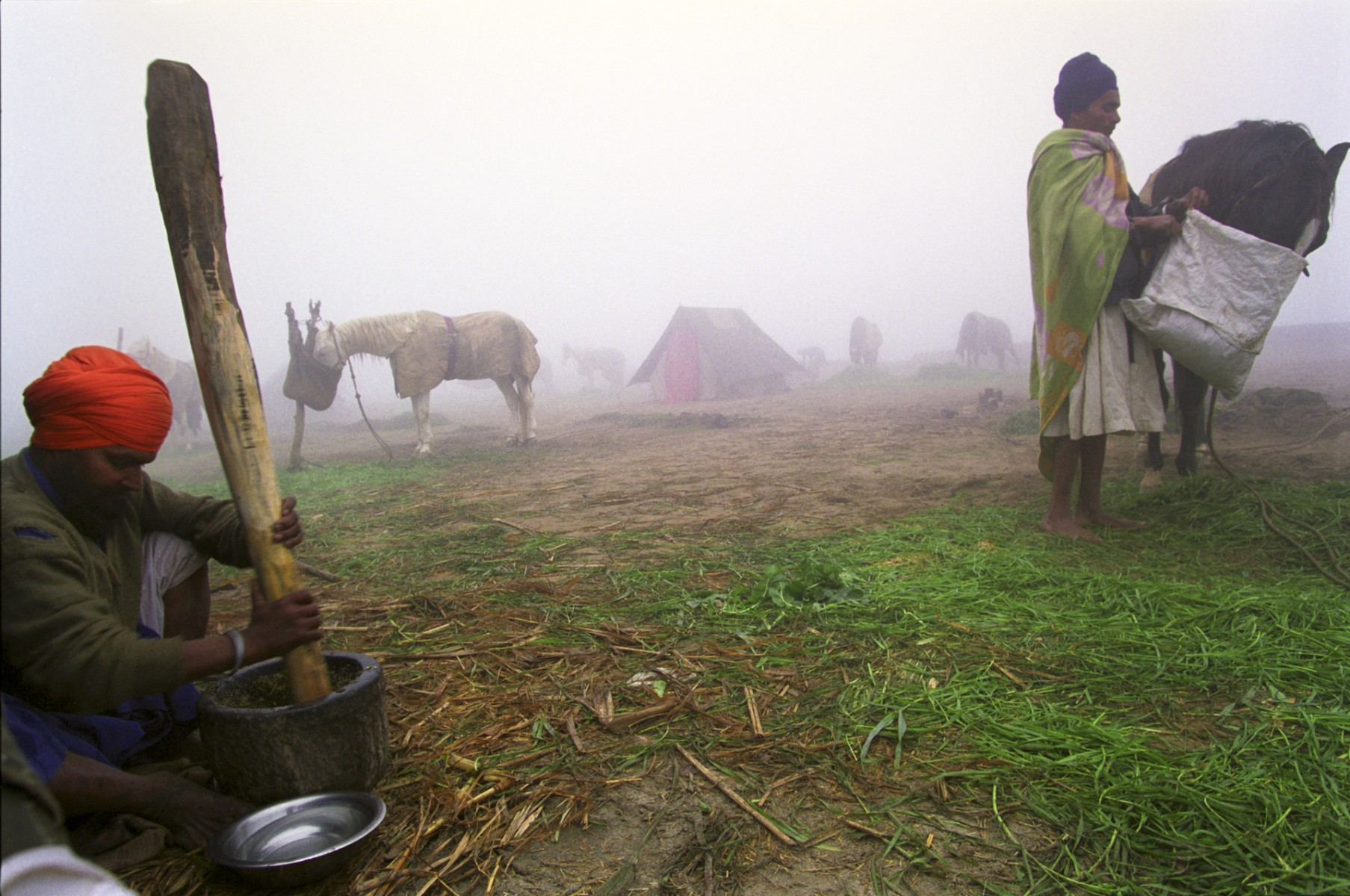 Preparing sukhar in the mist