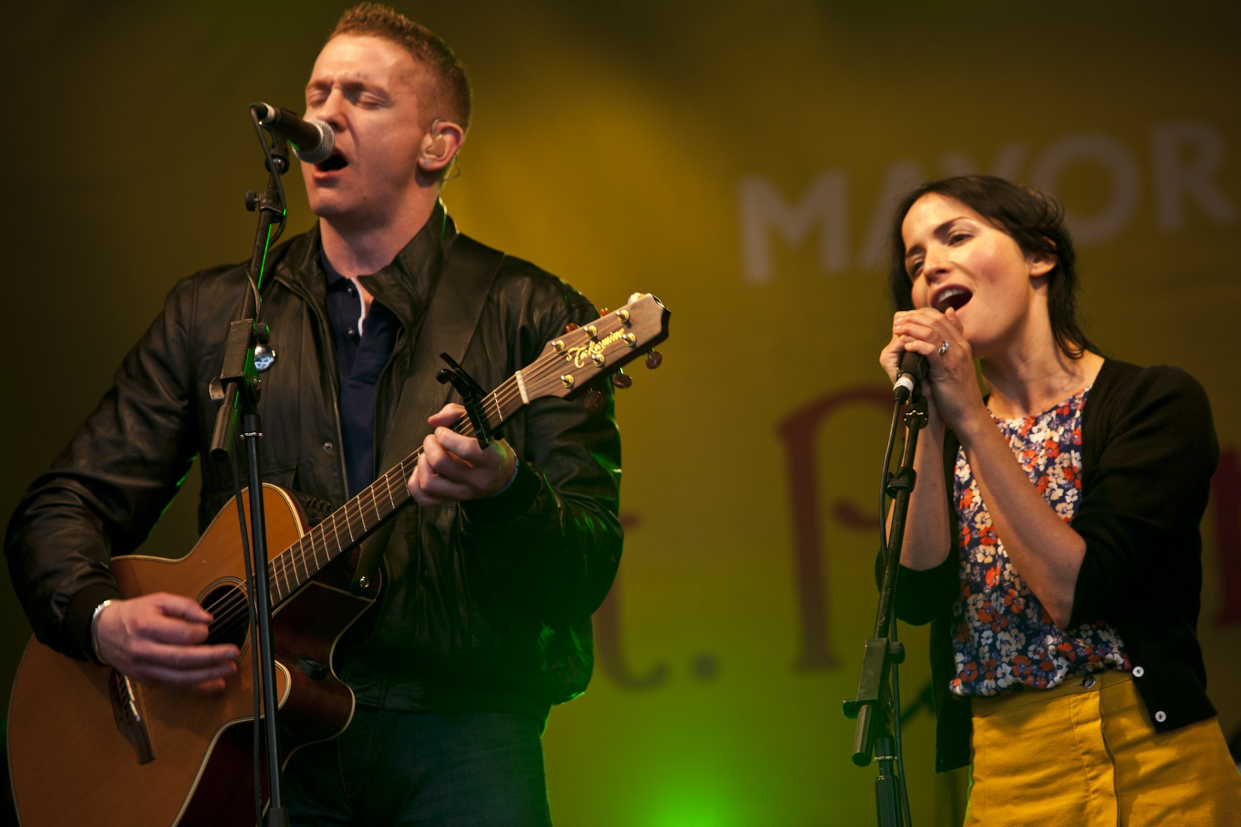 Damien Dempsey and Andrea Corr sing a duet: Trafalgar Square, London