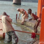 "Photographing on the bathing ghats at Hardwar during the Kumbh Mela (<a href=""http://dalbirsindia.wordpress.com"" target=""_blank"">Photo by Dalbir Singh</a>)"