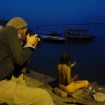 "Nick Fleming photographing a pilgrim on the ghat s at Varanasi (<a target=""_blank"" href=""http://dalbirsindia.wordpress.com"">Photo by Dalbir Singh</a>)"