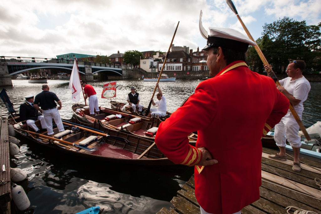 Swan Uppers prepare to leave Eton